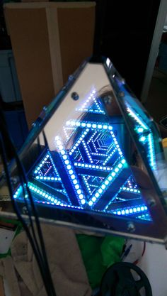 This triangular pyramid infinity mirror takes on a fractal like appearance with their use of light size & pattern. I would love to see plans for this as a tutorial! Lamp Design, Lighting Design, Infinity Spiegel, Led Infinity Mirror, Infinite Mirror, Spaceship Interior, Led Projects, Diy Mirror, Mirror Room