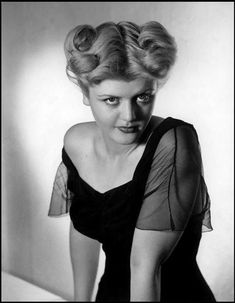 The Hollywood Living Legend: Look at the Beauty of Young Angela Lansbury From Between the and ~ vintage everyday Hollywood Stars, Old Hollywood Glamour, Golden Age Of Hollywood, Vintage Hollywood, Classic Hollywood, Hollywood Divas, Angela Lansbury, Classic Actresses, Classic Films