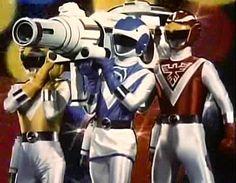 Choujuu Sentai Liveman about to fire the triple bazooka.