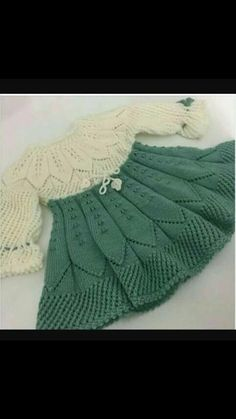 Diy Crafts - This Pin was discovered by Hob Diy Crafts Knitting, Knitting For Kids, Baby Knitting Patterns, Knitting Designs, Baby Patterns, Crochet Patterns, Knit Baby Dress, Crochet Baby Cardigan, Knitted Baby Clothes