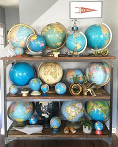 """1,800 Likes, 178 Comments - Oh hi, it's me, Courtney (@courtneysnowden) on Instagram: """"I went to the really awesome @vintagewhites market and found another really awesome #vintageglobe.…"""" World Map On Wall, World Map Decor, Vintage Shelf, Vintage Maps, Vintage Display, Vintage Antiques, Vintage Market, Vintage Office Decor, Retro Home Decor"""