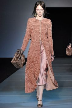 Giorgio Armani Pre-Fall 2017 collection, runway looks, beauty, models, and reviews.