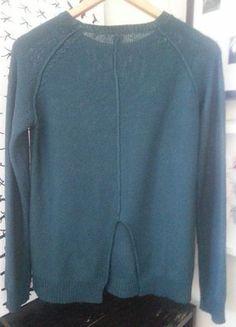 Butelkowy sweter z rozcięciem z tyłu