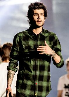 "At first i was like ""oh harry"". And then I realized. The beard. And then I was like ""holy sh*t, that's Zayn!"""
