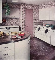 Wash day blues is not so bad when you have an antique decor laundry room to entertain your decorating ideas Vintage laundry room that will give your room a charming look. Make your time washing clothes is one of the fun times in your home. Vintage Laundry, Vintage Interior, Retro Kitchen, House Design Photos, Cool House Designs, Vintage Kitchen, Vintage Interiors, Vintage Laundry Room Decor, Vintage Appliances