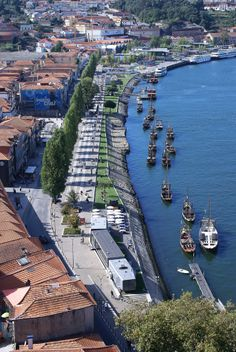 Cais de Gaia, Vila Nova de Gaia by the Douro river, Portugal