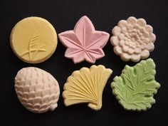 Rakugan (made by mixing flour of starch derived from rice or the like with starch syrup and sugar to apply coloring, and drying in a mold. Japanese Wagashi, Japanese Sweets, Japanese Food, Japanese Culture, Matcha, Kitchen Art, Kitchen Tools, Moon Cake, Dessert Bread
