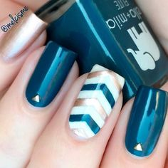 21 Teal Color Nails Designs You'll Fall In Love With ❤️ Teal And Gold Nails picture 3 ❤️ In case you are still doubting whether or not you should give teal color nails a try, we are here to convince you that you totally should there is vast range of possibilities to pull off with this gorgeous color. https://naildesignsjournal.com/teal-color-nails/ #naildesignsjournal #nails