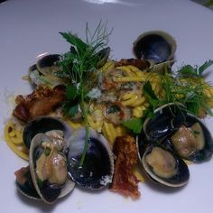 Spaghetti and clams at @thelondonweho #losangeles  #foodie #foodporn #eatla #dinela  #eeeeeats  #hungry #pasta #Italian #potd #instapic  #foodiegram  #foodgasm  #like #love #follow #foodblog  #foodblogger