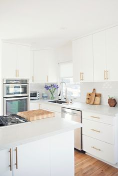 Grasie Mercedes shares how she decorated the kitchen of her first home. It's amazing what new cabinet pulls and a subway tile backsplash can do! Modern Kitchen Cabinets, Kitchen Cabinet Design, Open Plan Kitchen Dining, New Kitchen, Diy Kitchen Decor, Kitchen Interior, Kitchen Cabinet Inspiration, Home Kitchens, Kitchen Remodel