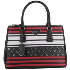 Prada Borsa A Mano Saffiano Lux Nero Fuoco in black, Handle Bags (£1,386) ❤ liked on Polyvore featuring bags, handbags, tote bags, black, leather tote bags, leather totes, leather tote purse, genuine leather handbags and detachable key ring