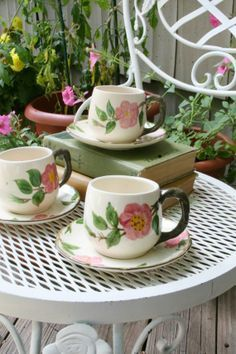 table set with desert rose - Google Search Vintage Cups, Vintage Dishes, Vintage Stuff, Desert Rose Dishes, Franciscan Ware, Shabby Chic Theme, China Patterns, Cottage Style, Dinnerware