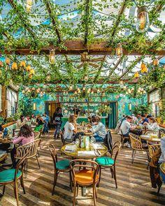 45 Pretty Outdoor Restaurant Patio Design Ideas For Fantastic Dinner Outdoor Restaurant Design, Deco Restaurant, Outdoor Kitchen Design, Patio Design, Italian Restaurant Decor, Design Kitchen, Italian Interior Design, Restaurant Interior Design, Interior Modern