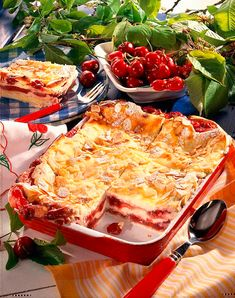 Our popular recipe for cherry quark lasagna and over more free recipes on LECKER. Whole Grain Rice, Whole Wheat Pasta, Fat Loss Diet, Köstliche Desserts, Nutrition Plans, Group Meals, Calorie Diet, Balanced Diet, Popular Recipes