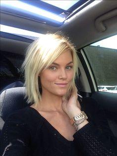 Coiffures coupées rasoir @krissafowles short blonde hair