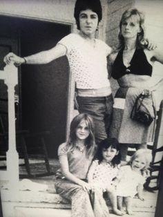 Paul McCartney, Linda Eastman-McCartney, Heather, Mary McCartney, and Stella McCartney