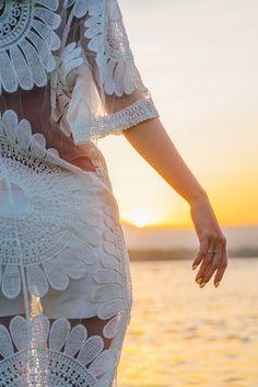 Рука девушки на фоне восходящего солнца на острове Gili Air. Follow me on Instagram @chebesovfilms Gili Air, Victorian, Instagram, Dresses, Fashion, Vestidos, Moda, La Mode, Fasion
