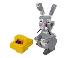 Black Friday 2014 LEGO 40053 Easter Bunny with Basket from LEGO Cyber Monday. Black Friday specials on the season most-wanted Christmas gifts. Lego Clones, Lego Animals, Black Friday Specials, Lego Duplo, Easter Baskets, Toys For Boys, Legos, Easter Bunny, Easter Lego