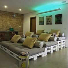 Pallet home theater - this is so cool