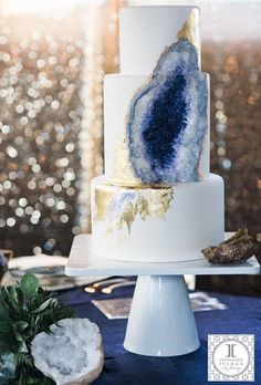 Geode inspired 2017 Wedding Cake Trends - Hottest Wedding Cake Trends for 2017 - Discover wedding cake inspiration for your big day, from elegant marble to nature inspired geode cake designs. Bolo Geode, Geode Cake, Icing Cake Design, Cake Designs, Beautiful Cakes, Amazing Cakes, Beautiful Wedding Cakes, Elegant Wedding, Sucre Candi