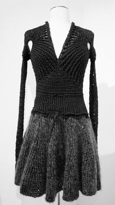 Le Moine Tricoté S/S 2012 . this skirt is fabulous and imagining the body swing when in motion. Pull Crochet, Mode Crochet, Crochet Wool, Knitting Wool, Knitwear Fashion, Crochet Fashion, Knit Skirt, Knit Dress, 80s Womens Fashion