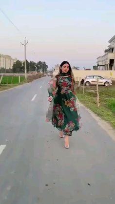Party Wear Indian Dresses, Pakistani Dresses Casual, Designer Party Wear Dresses, Kurti Designs Party Wear, Dress Indian Style, Pakistani Dress Design, Shadi Dresses, Casual Indian Fashion, Indian Fashion Dresses