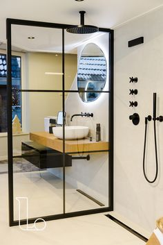 Laurens Badkamers - Baden in Luxe Bathroom Inspo, New Homes, Bathtub, House, Furniture, Home Decor, Bath Room, Houses, Bathroom