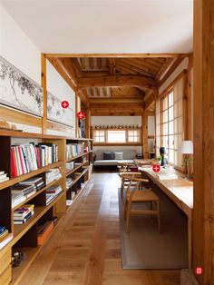 Study in a modified traditional housing built with Korean pine wood Bukchon Hanok Village Jongno District Seoul South Korea 550 725 Home Interior Design, Interior Architecture, Interior Modern, Interior And Exterior, Interior Decorating, Casa Loft, Asian Home Decor, Japanese House, Traditional House