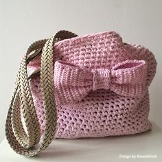 Crochet Purses Design Pink-crochet-bag-with-bow-by-BautaWitch Diy Crochet Bag, Crochet Shell Stitch, Love Crochet, Crochet Crafts, Crochet Projects, Knit Crochet, Crochet Handbags, Crochet Purses, Purse Patterns