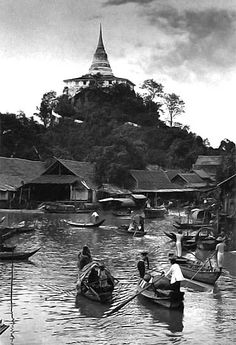 The Golden Mount, (Old Siam) - Tailândia Antiga Thailand History, Culture Of Thailand, Bangkok Thailand, Thailand Travel, Old Pictures, Old Photos, Thailand Pictures, Thailand Destinations, River Painting