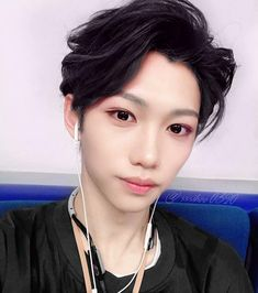 once felix gets his dark hair back it's over for all of us Lee Min Ho, K Pop, 365days, Felix Stray Kids, Kid Memes, Look At The Stars, Lee Know, Vixx, Got Him