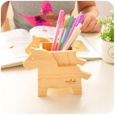 image Pallet Crafts, Wood Crafts, Handmade Crafts, Diy And Crafts, Cool Wood Projects, Wooden Words, Desktop Organization, Wooden Puzzles, Woodworking Wood