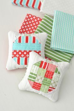 Free pattern by Thimble Blossoms - Camille Roskelley and Bernina USA @ We All Sew - Christmas Bauble Pincushion. To view the free tutorial please visit http://weallsew.com/2014/12/04/diy-holiday-ornament-pincushion/