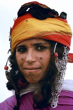 Tunisian Amazigh woman in her daily outfit & facial tattoos, near Gafsa, mid-western Tunisia, Beautiful World, Beautiful People, Facial Tattoos, Many Faces, World Cultures, People Around The World, Headdress, First World, Beauty Women