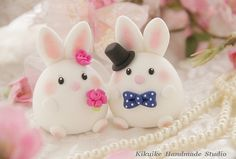 Bride and groom rabbit and bunny wedding cake topper - fondant tiere - Cute Polymer Clay, Polymer Clay Charms, Polymer Clay Projects, Diy Clay, Clay Crafts, Diy Cake Topper, Fondant Toppers, Wedding Cake Toppers, Wedding Cakes