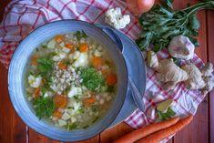 Kroupový vývar se zázvorem | Veganská liška Gazpacho, Chana Masala, Cheeseburger Chowder, Soup, Ethnic Recipes, Soups