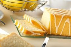 Use citrus and olive oil to make this delicious savory dessert. Lemon Desserts, Lemon Recipes, Sweet Recipes, Snack Recipes, My Favorite Food, Favorite Recipes, Sem Gluten Sem Lactose, Olive Oil Cake, Pound Cake Recipes