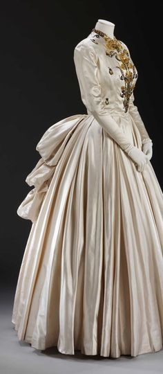 #Looks very late 1880s to me, possibly early 1890s  Collection dress #2dayslook # Collectionfashiondress  www.2dayslook.com