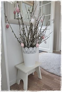 Poikasen elämää Easter Arts And Crafts, Christmas Floral Arrangements, Easter Table Decorations, Craft Club, Happy Easter, Easter Eggs, Projects To Try, Spring, Sweet