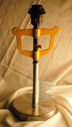 Keyblade Lamp - Can someone please send this my way?