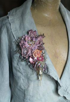 Pivoine fanée opulent mixte broche brodé perlés par FleursBoheme