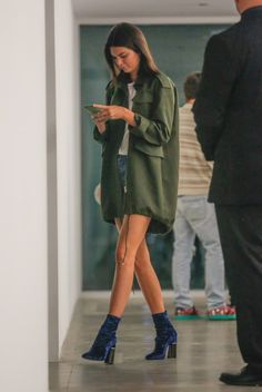 Find out Kendall jenner outfits, Jenners y Stars fashion. Kendall Jenner Outfits Casual, Kendall Jenner Estilo, Casual Outfits, Kendall Jenner Boots, Kendall Jenner Tumblr, Club Outfits, Pastel Outfit, Look Fashion, Autumn Fashion