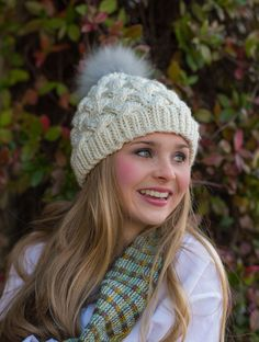 a cabled hat, a fashion statement, and a pom pom Forecast Snow, Knitting Designs, Knitting Patterns, All Design, Knitted Hats, Winter Hats, How To Make, Fashion, Beanies