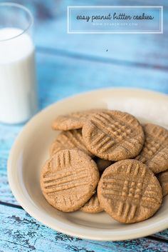 Easy peanut butter cookies | dearcrissy.com | #peanutbutter #cookies