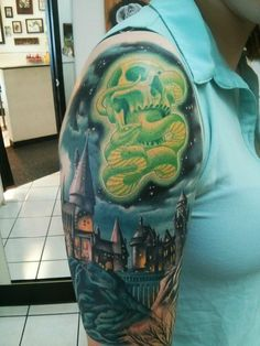 Harry Potter sleeve. Omg, this is awesome.