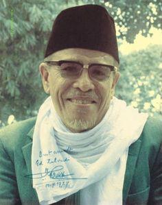 Kisah Al-Quran Wafatnya Nabi Isa (Menurut Buya Hamka) Minangkabau, Rare Historical Photos, Beautiful Mosques, Retro Advertising, Victoria, Eid Al Fitr, People Of The World, Best Actor, Old Pictures