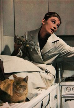 Breakfast At Tiffany's - Audrey Hepburn - Movie Golden Age Of Hollywood, Classic Hollywood, Old Hollywood, Patricia Highsmith, Holly Golightly, Breakfast At Tiffanys, Cat People, I Icon, Funny Faces