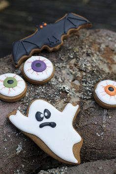 Halloween cookies (eyeballs & ghost) : Beautifully hand Iced biscuits | Juliet Stallwood Cakes & Biscuits