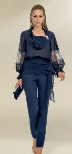 Look in blu primavera estate 2013 60 Fashion, Fashion Dresses, Womens Fashion, Fashion Design, Wedding Trouser Suits, Moda Chic, Curvy Dress, Curvy Outfits, Elegant Outfit
