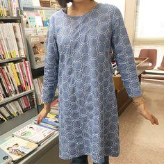 1階の刺繍の生地でワンピースを作りました 初めてお洋服を作られる方におすすめな形です パターンは伊藤みちよさんのホームソーイングの基礎BOOKからとっています  #nomuratailor #ノムラテーラー #fabric #生地 #handmade #てづくり #生地屋 #kiji #ワンピース #伊藤みちよ #kyoto #京都 #shijo #四条通